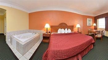 фото Quality Inn & Suites Beachfront 743969943