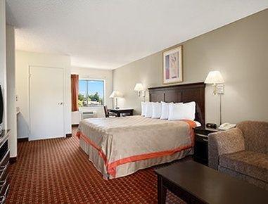 фото Days Inn and Suites - Rancho Cordova 748257054