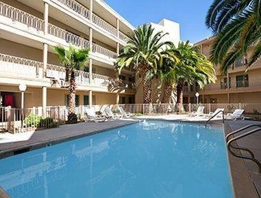 фото Days Inn and Suites - Rancho Cordova 748257058