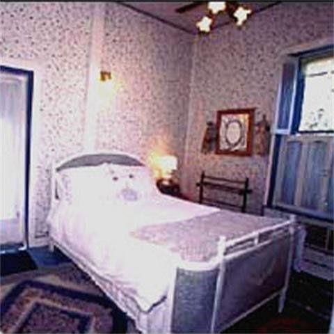 фото A Victorian Garden Inn 750337900