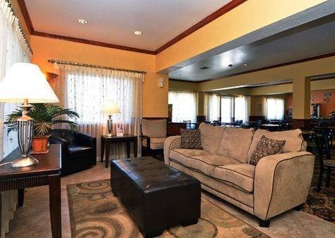 фото Quality Inn & Suites Beachfront 750376876