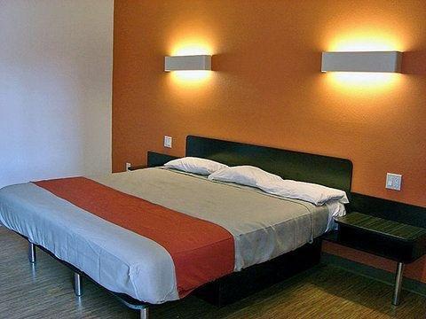 фото Motel 6 Bell Gardens 750485255