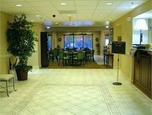 фото Hampton Inn Northeast Hotel 750852088