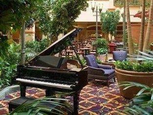 фото Embassy Suites N Charleston Hotel 750859271