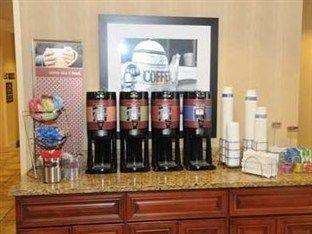 фото Hampton Inn Douglas - Ga. Hotel 750878615
