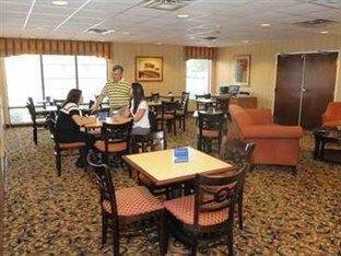 фото Hampton Inn Douglas - Ga. Hotel 750878616