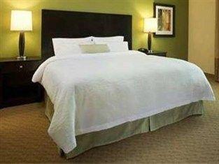 фото Hampton Inn And Suites Winnie 750974385