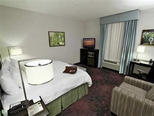 фото Hampton Inn And Suites Winnie 750974386