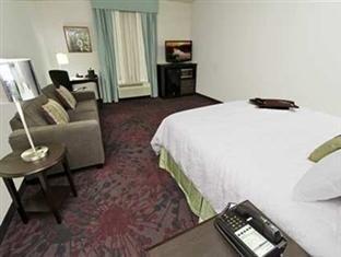фото Hampton Inn And Suites Winnie 750974388