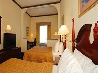 фото Comfort Inn & Suites Ft.Jackson Maingate 751073251