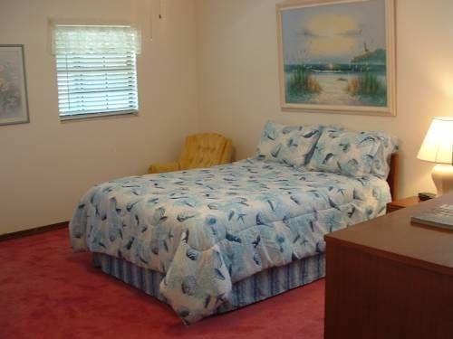 фото Swiss Chalet Bed & Breakfast 753920987