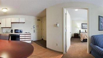 фото Candlewood Suites Chicago-Wheeling 758917002