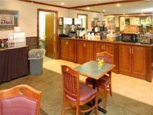 фото La Quinta Inn & Suites Columbia Northeast Fort Jackson 762026076