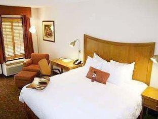 фото Hampton Inn Chapel Hill Hotel 762048584