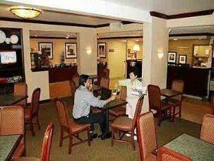 фото Hampton Inn Chapel Hill Hotel 762048586