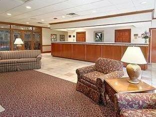фото Econo Lodge & Suites Southern Pines 762286812