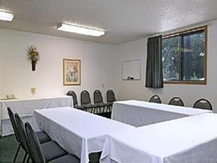 фото Super 8 Motel  Omaha/West Dodge 762300815