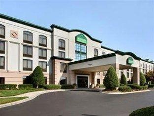 фото Wingate By Wyndham Charlotte / I-77 South Hotel 762302578