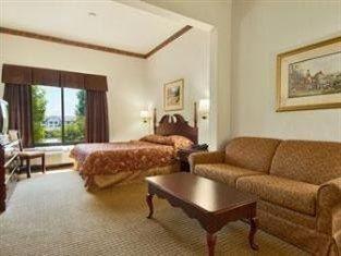 фото Wingate By Wyndham Charlotte / I-77 South Hotel 762302579