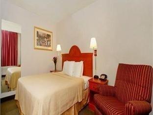 фото Quality Inn & Suites Hotel 762320862