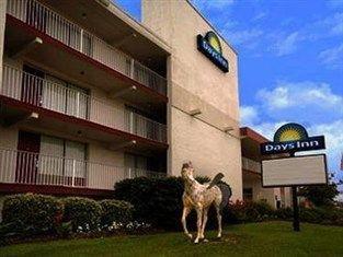 фото Days Inn and Suites Kill Devil Hills Mariner 762855028