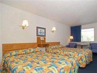 фото Rodeway Inn Brevard 762923053