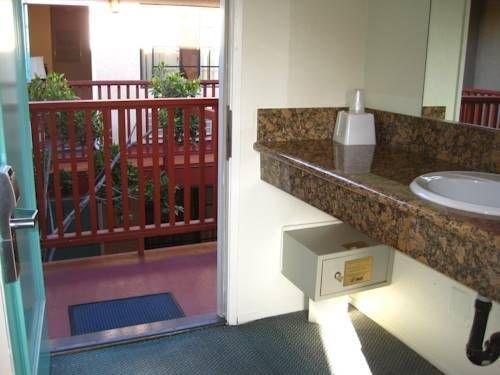 фото Cabrillo Inn & Suites Airport 763201469