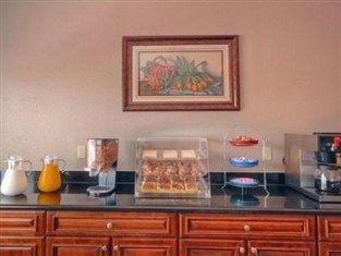 фото Rodeway Inn And Suites Baytown 763481820