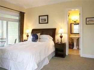 фото Waters Edge Inn At Folly Beach Bed And Breakfast 763484816