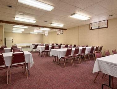 фото Hometown Inn & Suites 769523539