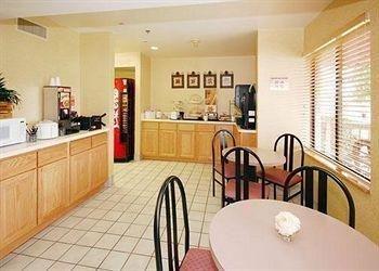 фото Sleep Inn & Suites Spring Lake 769536605