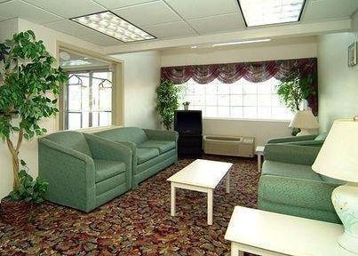 фото Econo Lodge Inn And Suites 769608484