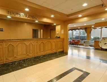 фото University Hotel & Suites 769614668