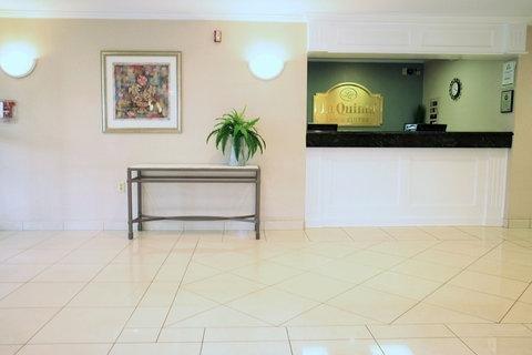 фото La Quinta Inn & Suites Detroit Utica 782371219