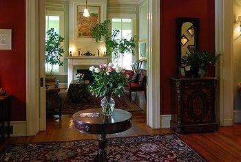 фото Rothschild-Pound House Inn 791599097