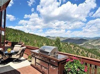 фото Evergreen Mountain Castle 791663610