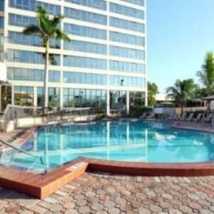 фото Howard Johnson Plaza Hotel Hialeah Gardens 796180620