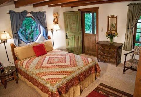 фото Old Taos Guesthouse B&B 798386482