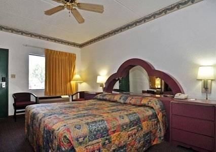 фото Econo Lodge Inn & Suites - Albany 810331802