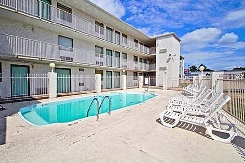 фото Motel 6 Topeka West 827861648
