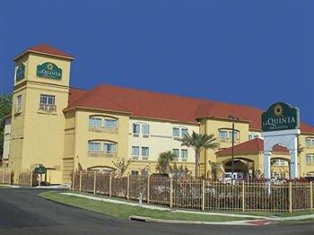 фото La Quinta Inn & Suites Houston - Normandy 83026001