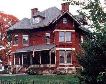 фото Squiers Manor B&B 83344487