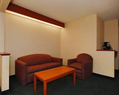 фото Chesapeake Inn and Suites Lexington Park Patuxent River Naval Air Station 844148576