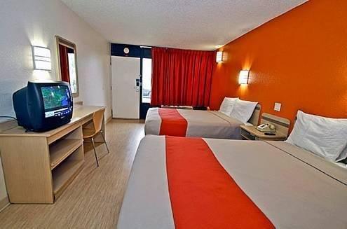 фото Motel 6 Las Vegas Tropicana 844180933