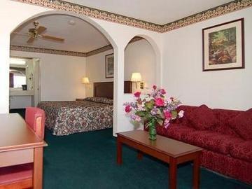 фото Econo Lodge Inn & Suites North 847123280