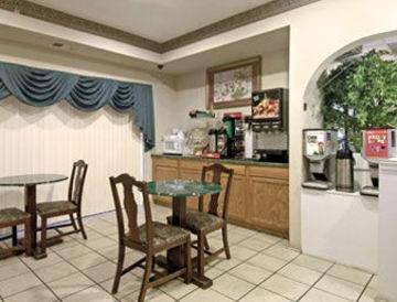 фото Days Inn & Suites Stockbridge South Atlanta 847246553