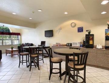 фото Microtel Inn & Suites by Wyndham Tampa Stadium 847249361
