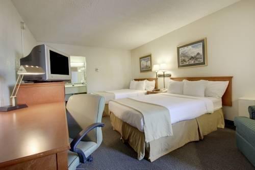 фото Days Inn Cedar Falls 855369939