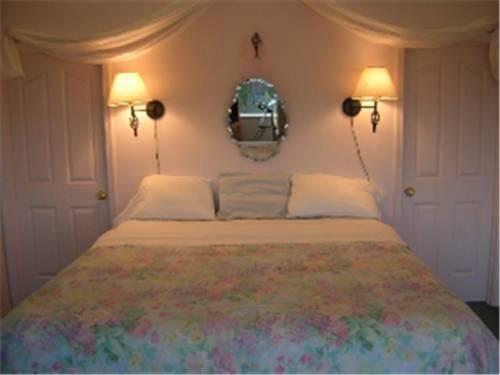 фото Pioneer Inn Guesthouse 881618523