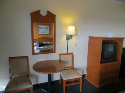фото Budget Inn - Saint Robert 881624815
